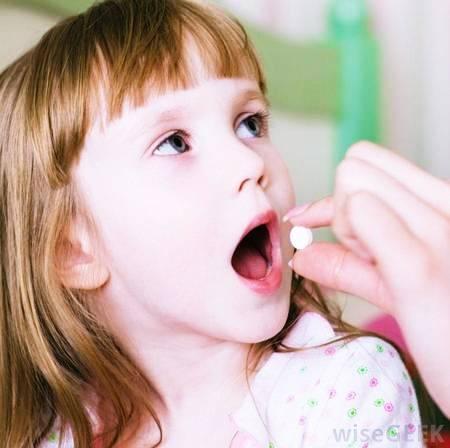 Нервный тик и невроз навязчивых движений у ребенка: причины появления, что делать родителям