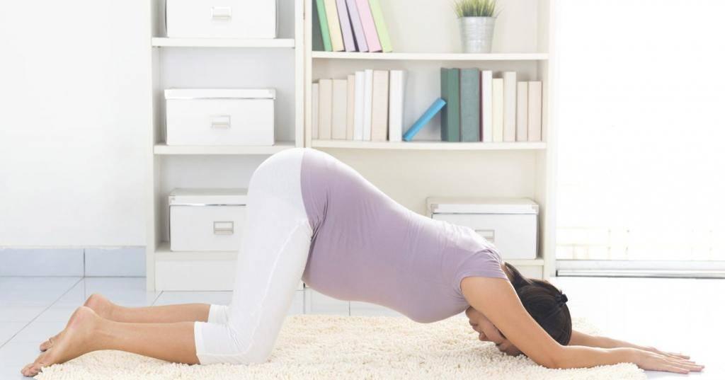 Зачем беременным стоять в коленно-локтевой позе? как правильно выполнять упражнение?