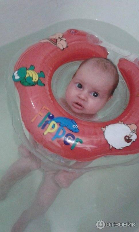 Как правильно купать младенца с кругом на шее? инфографика