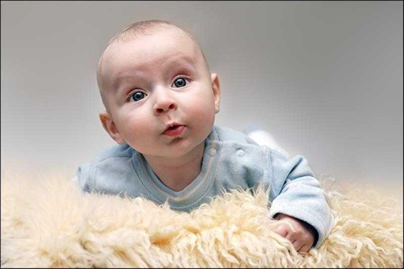 Когда ребенок начинает агукать и произносить первые звуки