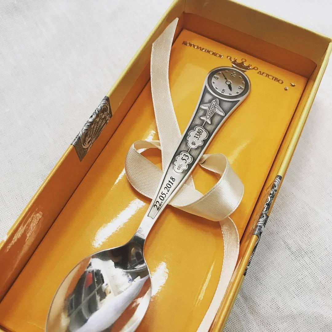 Серебряная ложка на первый зуб: кто ее дарит ребенку по традиционным обычаям?
