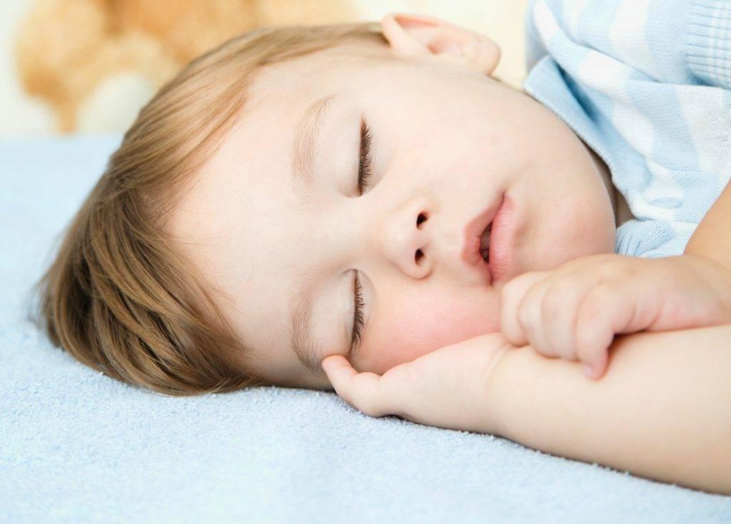 Ребенок скрипит зубами ночью во сне: причины