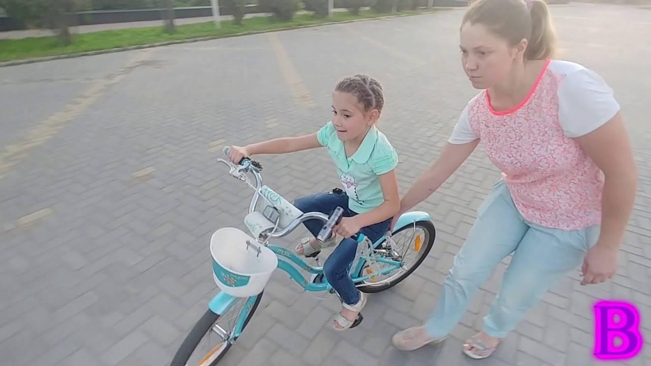 Как научить ребенка кататься на двухколесном велосипеде в 3-6 лет (видео) | физическое развитие | vpolozhenii.com