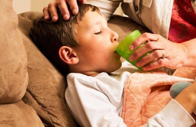 Как снять приступ сухого кашля у ребенка?