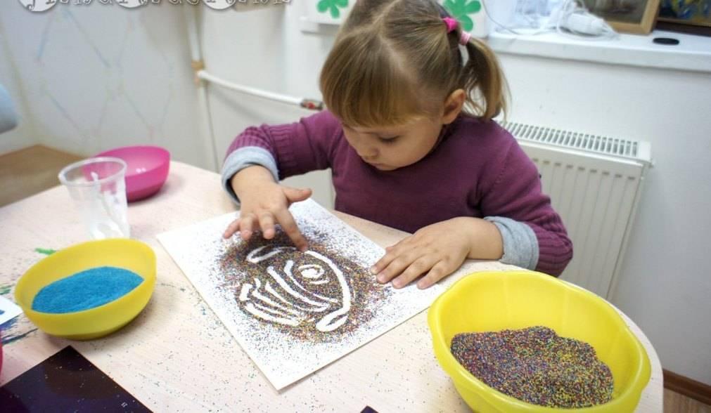 Рисование цветным песком для детей: польза, правила и способы составления рисунка
