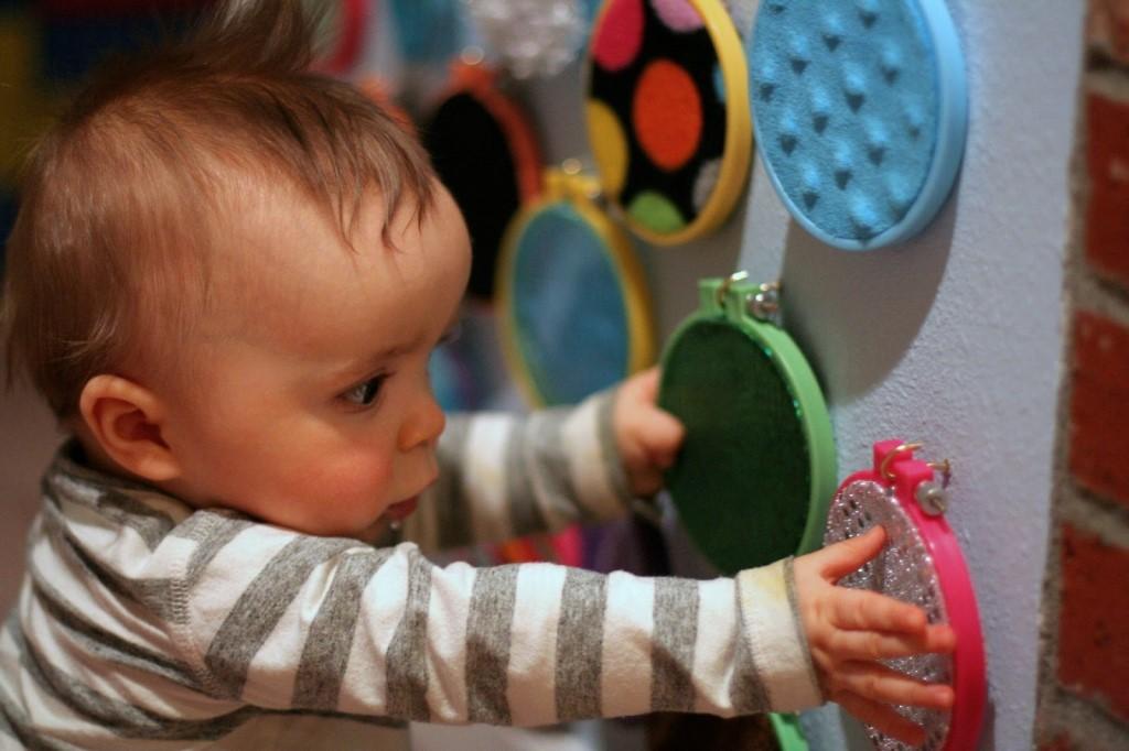 Чем занять ребенка в 1 год