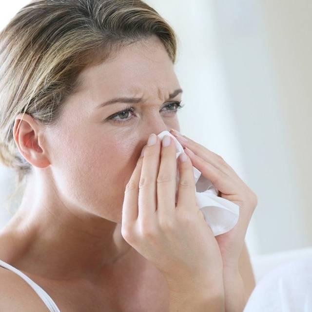 Постоянно заложен нос при беременности: что делать?