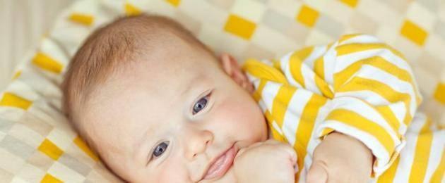 Во сколько месяцев малыш начинает смеяться вслух. когда новорожденный ребенок начинает осознанно улыбаться в голос и как ускорить появление смеха