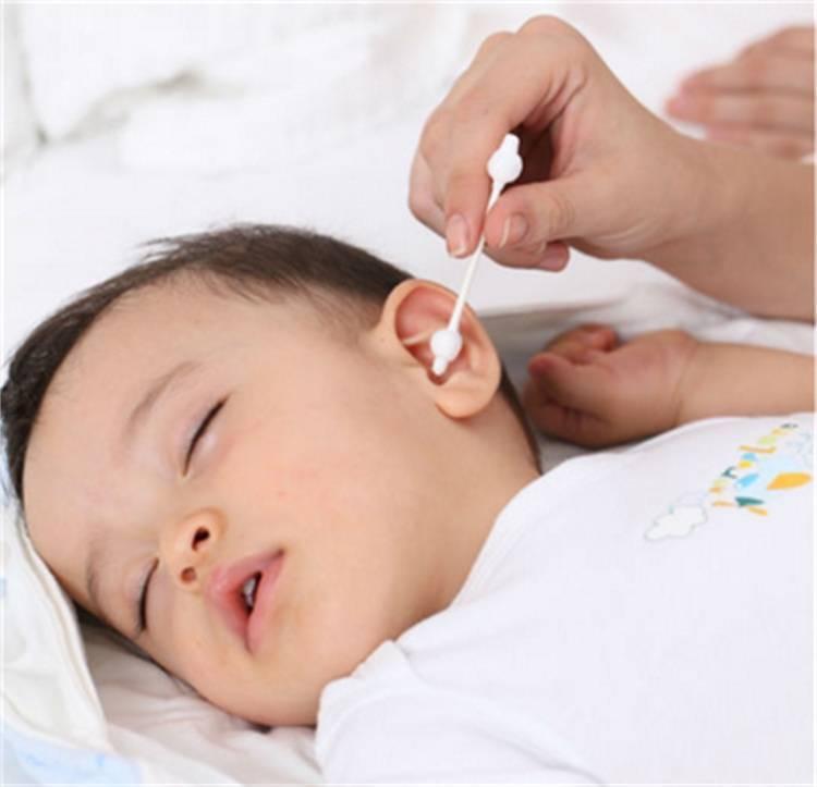 Как чистить ушки новорожденному, грудному ребенку — видео об уходе за ушами