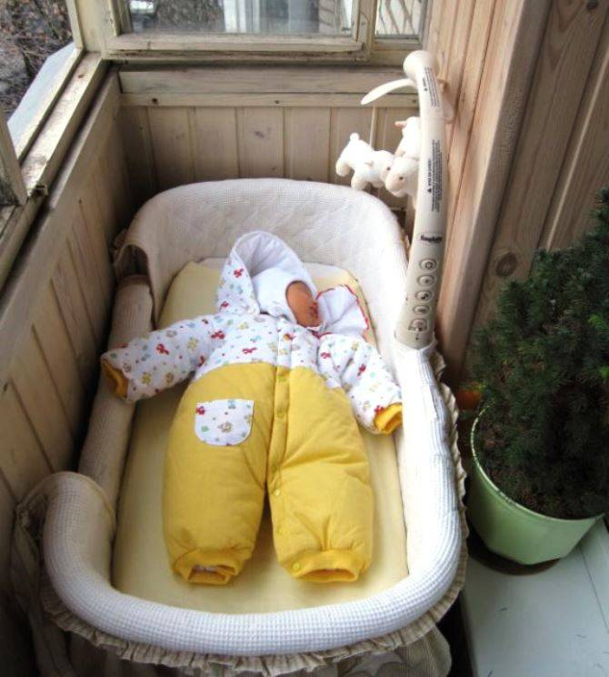 Когда можно начинать гулять с новорожденным, когда и сколько можно гулять с новорожденным в коляске весной, летом, зимой