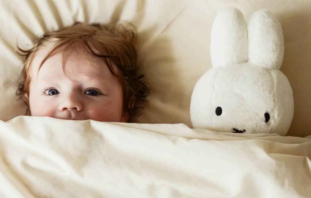 Почему ребенок не может уснуть? почему грудничок сильно плачет перед сном: причины и способы наладить ночное укладывание ребенка ребенок не может долго заснуть