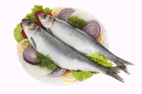Соленая рыба кормящей маме - можно ли?