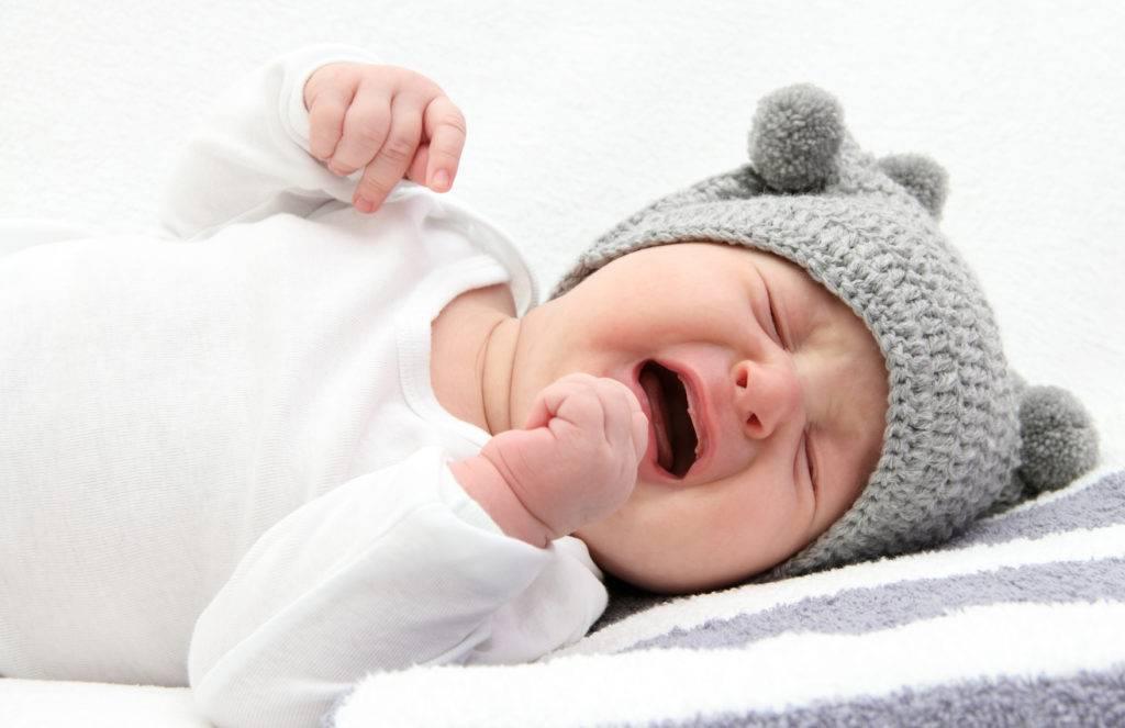 Почему новорожденный спит с открытым ртом. грудничок спит с открытым ртом — причины и что делать
