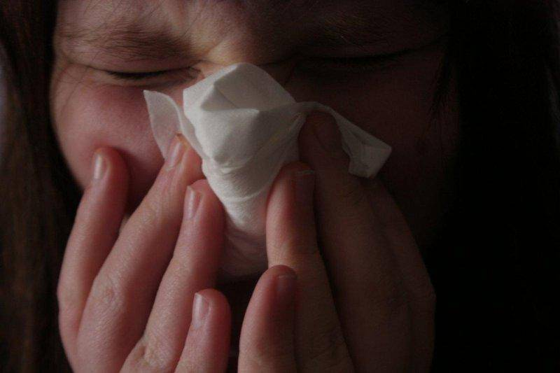 Сопли с кровью при насморке у взрослых (6 причин крови в соплях)