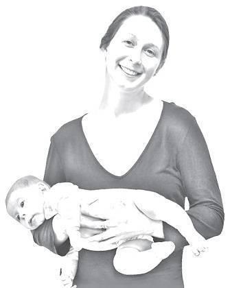 Как правильно брать на руки и держать новорожденного малыша