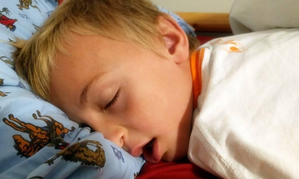 Ребенок храпит во сне – консультирует комаровский