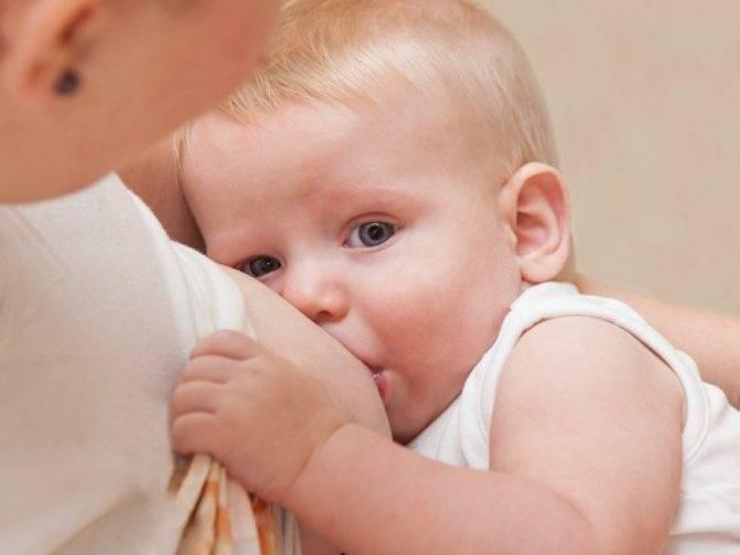 Рвота у грудничка: как отличить ее от срыгивания и как лечить новорожденного?