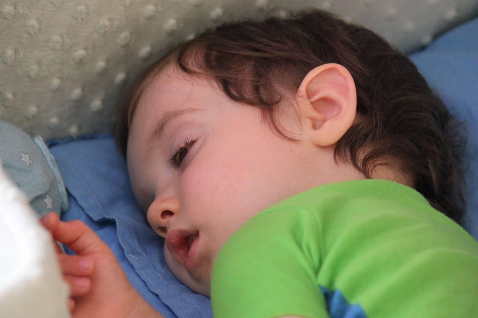 Новорожденный закатывает глаза | уроки для мам
