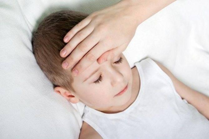 У ребенка болит живот и рвота: причины и алгоритм действий