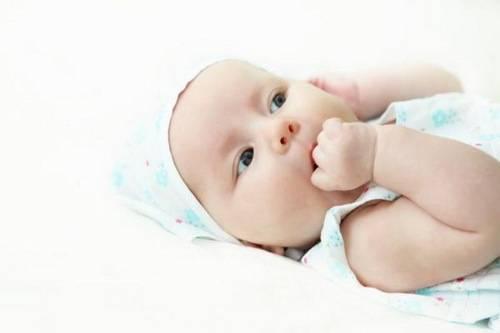 Ребенок теребит уши: ? популярные вопросы беременных мам и ответы на них