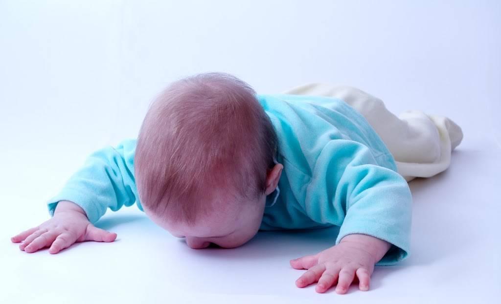 Ребенок упал с кровати как понять что все в порядке
