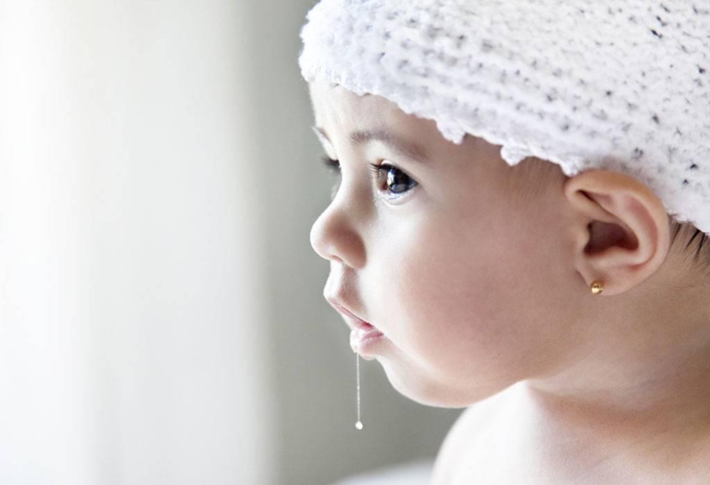Ребенок высовывает язык - почему так делает грудной малыш в 2-3 месяца?   spacream.ru