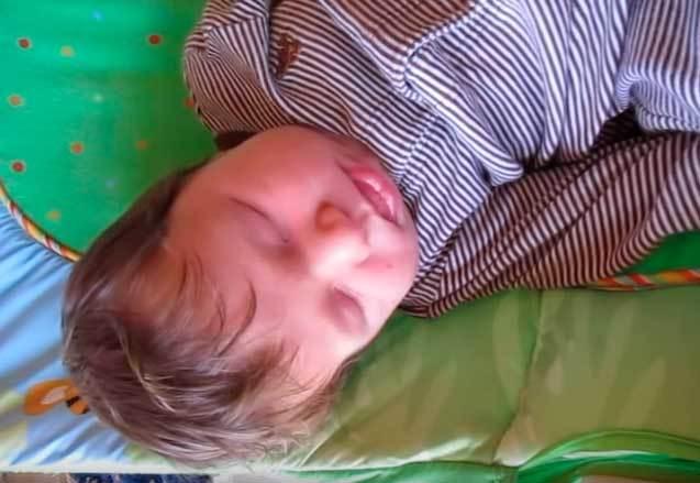 Почему новорожденный ребенок кряхтит во сне