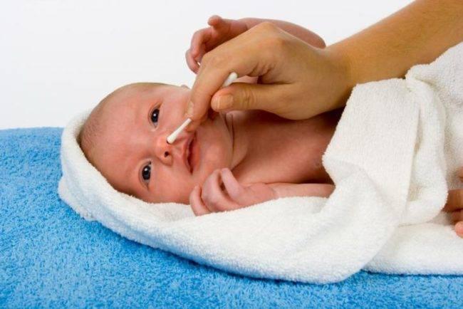 Как и чем почистить нос новорожденному: рекомендации и видео-советы по уходу за носиком грудничка. чистим носик новорожденному: чем и как правильно, нужно ли это младенцу, что говорят врачи