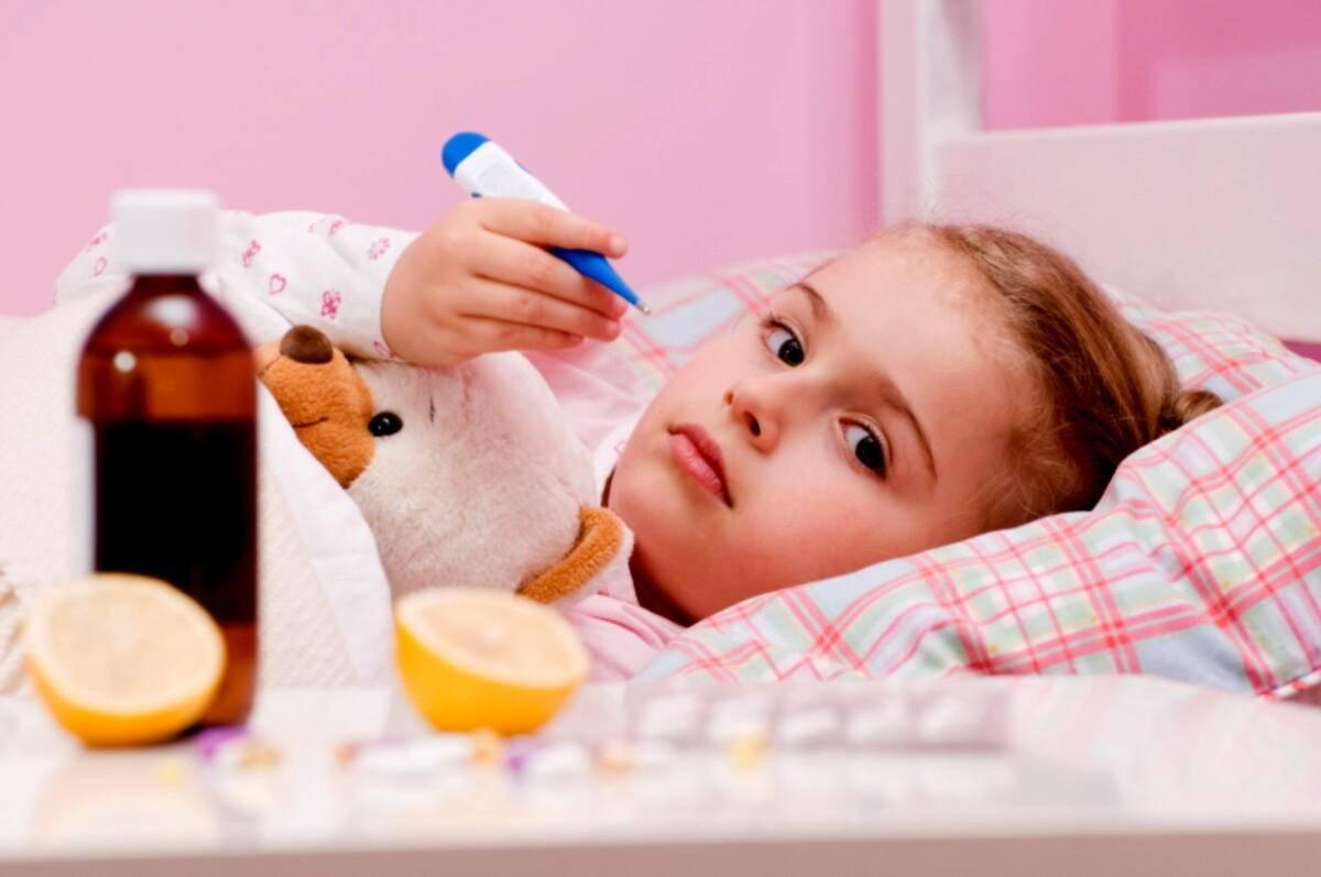 Чем сбить высокую температуру у ребенка в домашних условиях: обзор народных средств и лекарственных препаратов. как быстро сбить температуру в домашних условиях