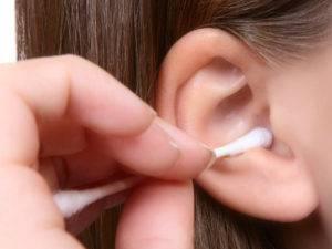 Много серы в ушах у ребенка: причины, почему темная у грудничка - с чем это связано, выделяется жидкая, скапливается коричневая