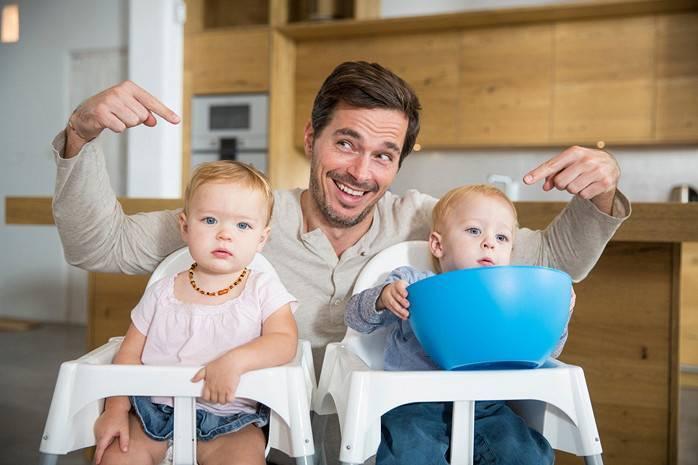 Как правильно воспитывать близнецов: советы психолога