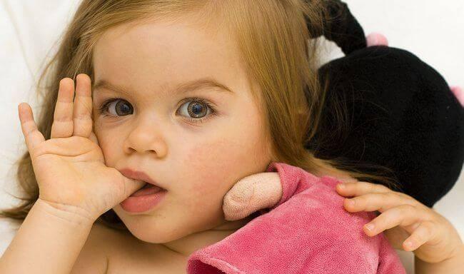 Палец в рот не клади! как отучить ребенка от сосания пальца