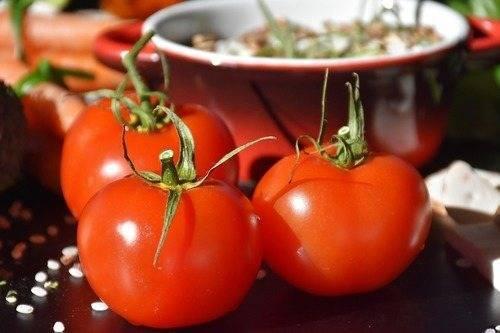 Со скольки месяцев можно давать ребенку свежие огурцы и помидоры