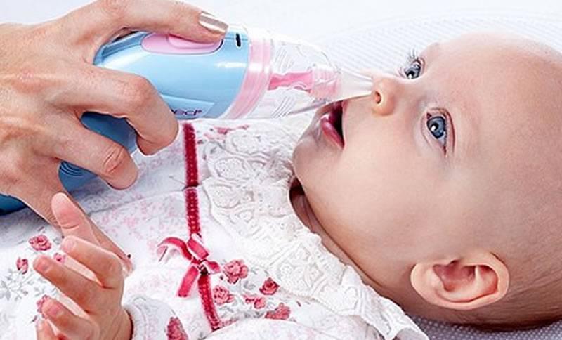 Ребенку попал песок в глаза: что делать, как правильно промыть их?