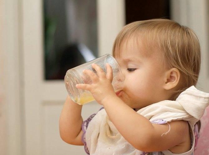 Как научить ребенка пить из кружки, трубочки, поильника самостоятельно и когда? | кормление | vpolozhenii.com