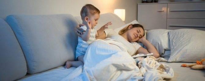 Когда ребенок начинает спать всю ночь?