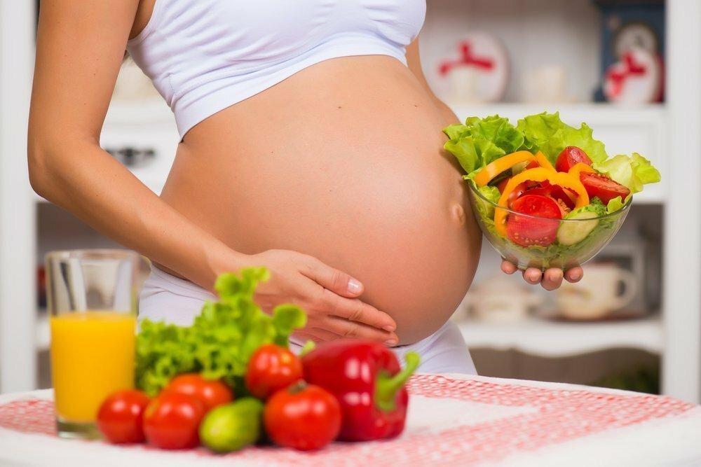 Какие ягоды можно есть беременным, а какие нельзя