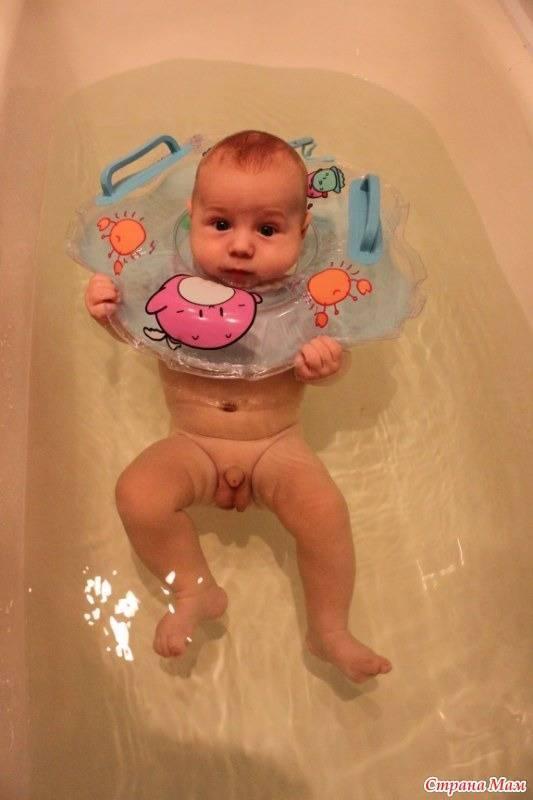 Круг для купания новорожденных: со скольки месяцев использовать