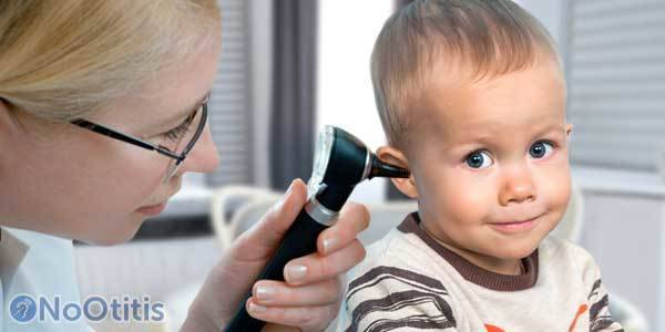 Стреляет ухо у ребенка: что делать в домашних условиях, если повысилась температура - чем лечить, первая помощь, компресс камфорным спиртом
