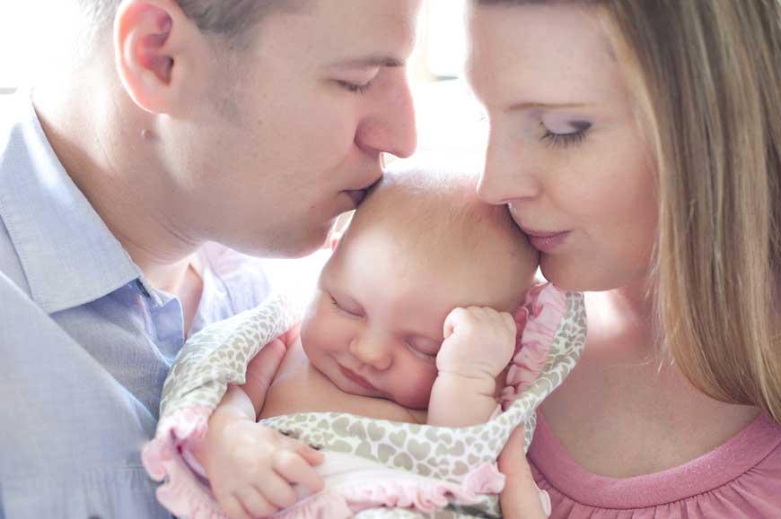 Почему нельзя показывать новорожденного до 40 дней, когда можно показать друзьям?