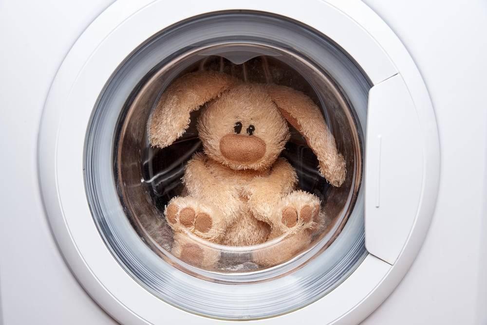 Как стирать большие мягкие игрушки с музыкальным механизмом в условиях дома