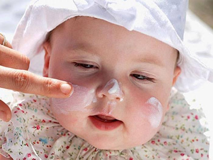 Почему у новорожденного «слезает» кожа и что делать?