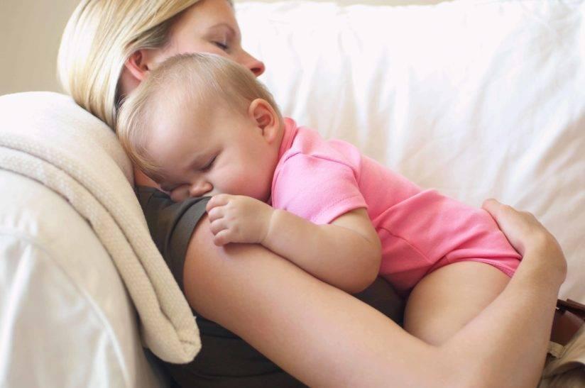 Как уложить спать 2 месячного ребёнка ― эффективные способы помощи малышу для скорого засыпания