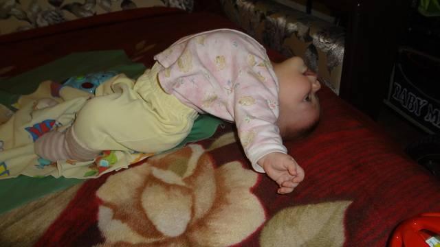 Во время сна у ребенка потеет голова