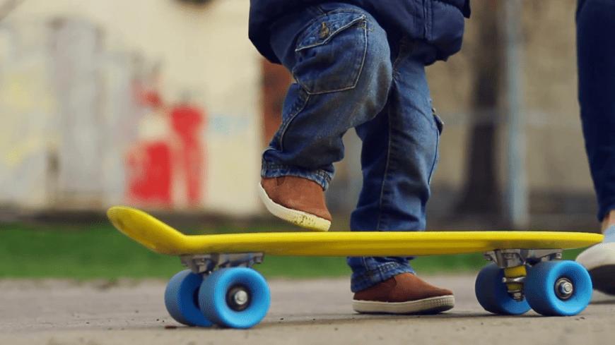 Катание на скейте для начинающих - видео для детей и взрослых