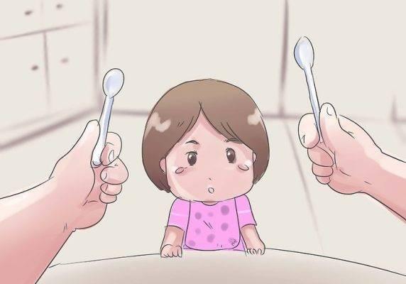 Как научить малыша держать ложку