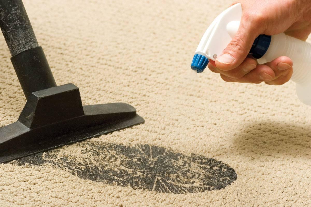 Как можно избавиться от запаха мочи на ковре?