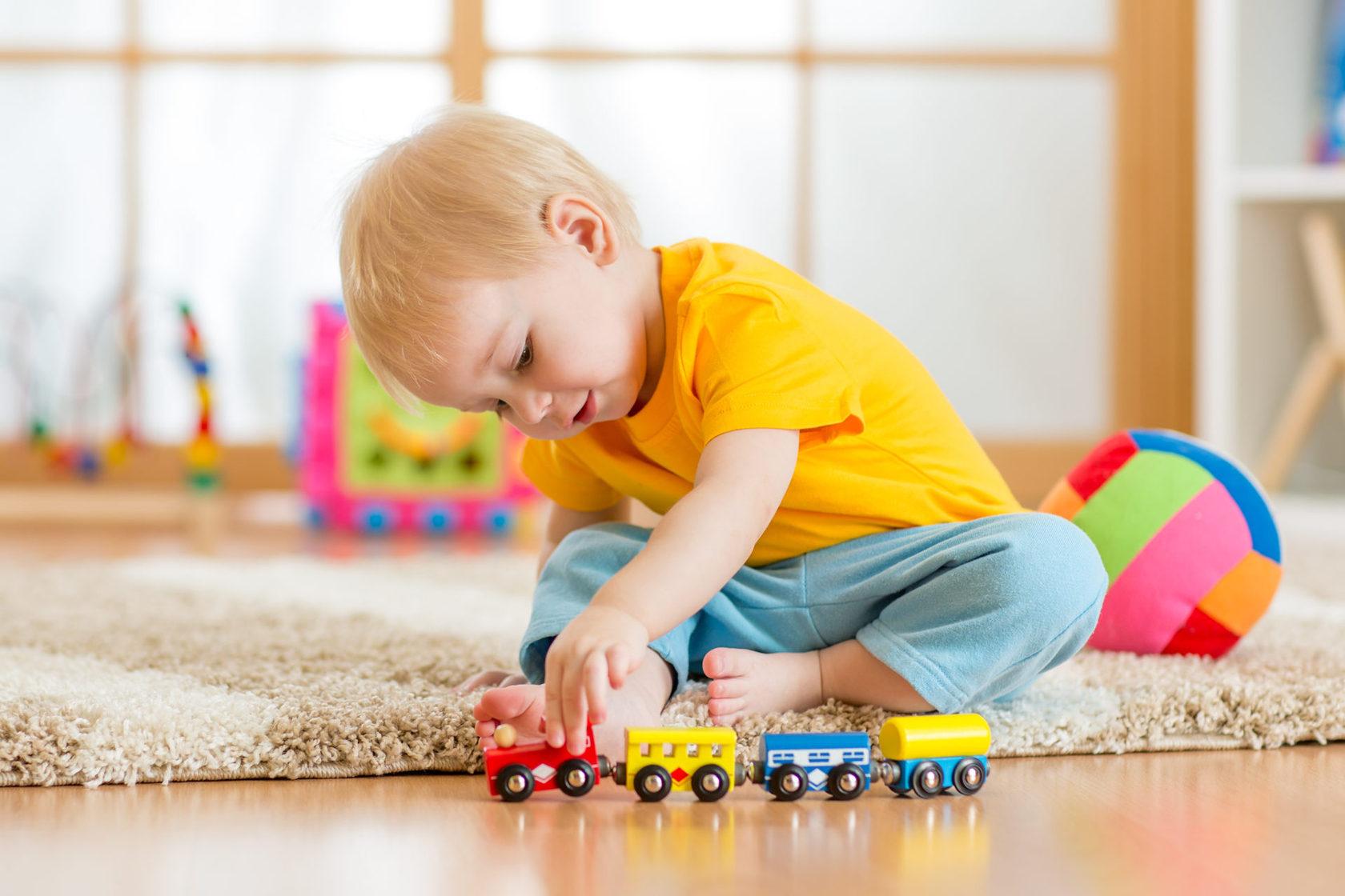 Развитие ребенка в 2 года: игры для сенсорного развития, моторики, что должны уметь дети, воспитание