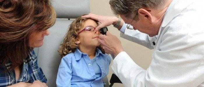 Ребенок засунул в нос бусинку: что делать, первая помощь