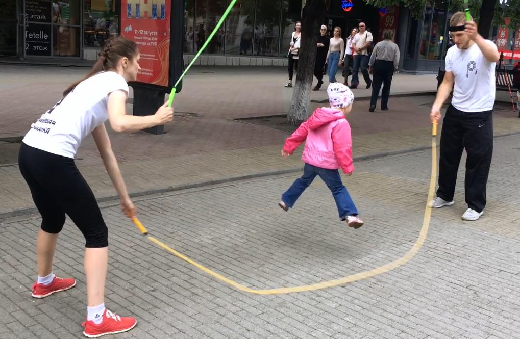 Как научить ребенка прыгать на скакалке: видео для родителей